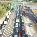 Terapkan Dua Titik Awal Contraflow Jalan Tol Dalam Kota, Lalu Lintas di Simpang Susun Cawang Ramai Lancar
