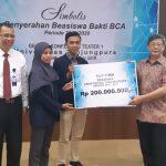 BCA Gelar Kuliah Umum dan Serahkan Dana Beasiswa Rp200 Juta bagi Mahasiswa Berprestasi Tanjungpura