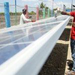 Emas Bayu dan Embak Mina Pertamina Berbagi Cahaya di Pesisir Selatan Jawa