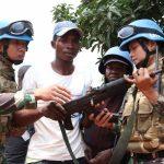 Ex-Combatant Kongo Kembali Serahkan Senjata dan Radio ke Satgas TNI Konga XXXIX-A RDB MONUSCO