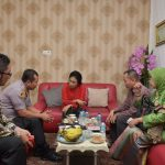 Tahan Tangis, Menteri Bintang Minta Penyelesaian Kasus Kekerasan Seksual di Padang Tuntas