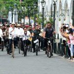Presiden Tinjau Pasar Johar dan Bersepeda ke Kota Lama Semarang