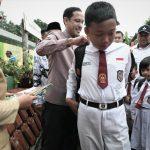 Tinjau Sekolah Roboh, Mendikbud Pastikan Kegiatan Belajar Berjalan Baik