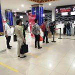 Cegah Penyebaran COVID-19, Bandara-bandara PT Angkasa Pura II Terapkan Social Distancing Bagi Penumpang Pesawat