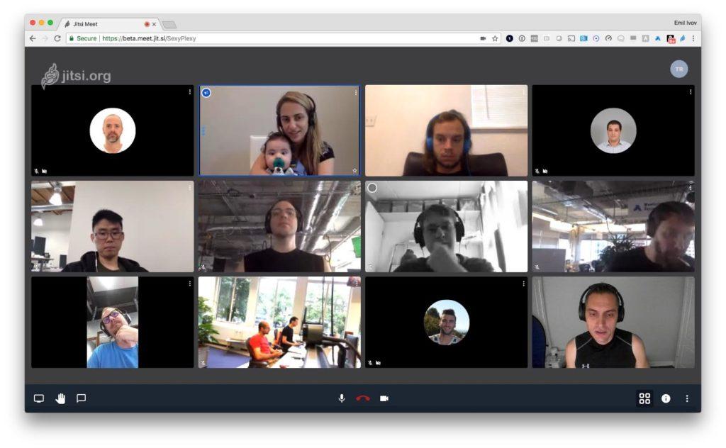 Memaksimalkan Komunikasi dengan Layanan Video Conference 12