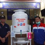 Pertamina Serahkan Bantuan Perangkat Cuci Tangan Tangan Portabel Untuk Fasilitas Umum di Kota Balikpapan