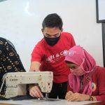 Dorong Produktivitas di Tengah Pandemi, Grab Latih Istri Mitra Pengemudi Membuat Masker