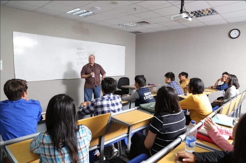 Memperingati Hari Pendidikan dengan Internship Study Experience Bersama Swiss German University 1