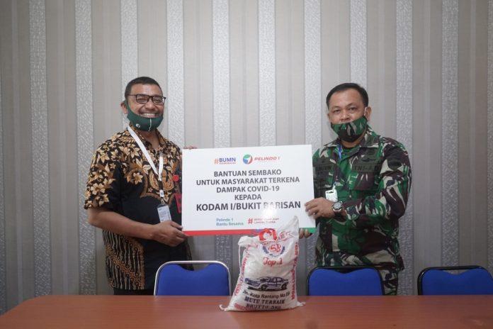 Salurkan Bantuan Sembako ke Masyarakat, Pelindo 1 Sinergi dengan Kodam I/BB 1