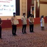 Satgas BUMN Kepri Serahkan 5.002 Paket Sembako pada Ketua Gugus COVID-19