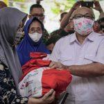 Atasi Dampak Pandemi Kemensos Salurkan Bansos untuk Purnawirawan TNI