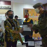 Kemenparekraf Serahkan 10.000 Masker Kain kepada Petugas Lapangan di Kota Tangerang