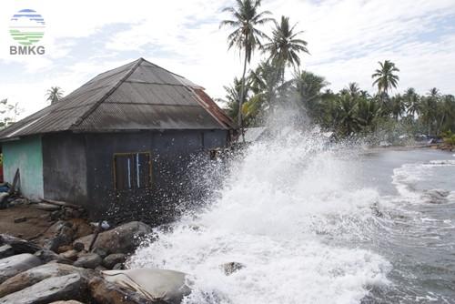 Pesisir dan Perairan Sekitar Pulau Jawa hingga Sumba Berpotensi Terdampak ROB dan Gelombang Tinggi 1