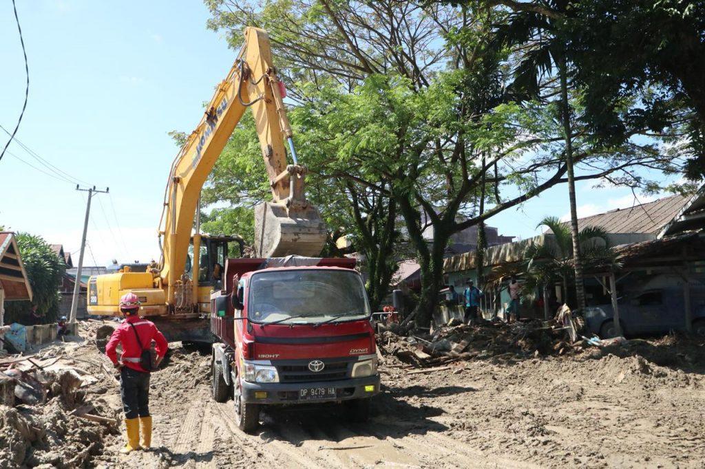 Giat Pembersihan Jalan Pasca Banjir Bandang Luwu Utara, Tantangan dan Kendala yang Dihadapi 1