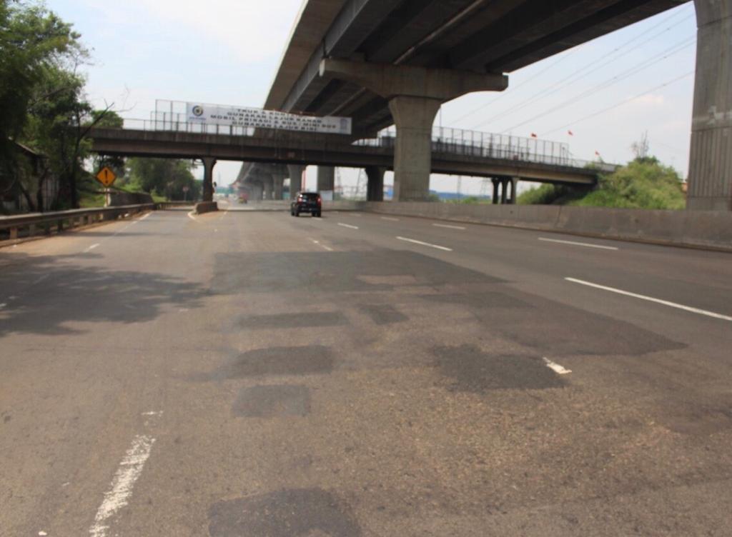 Kembali Lakukan Rekonstruksi Rigid Pavement Ruas Jalan Tol Jakarta-Cikampek, Jasa Marga Imbau Pengguna Jalan untuk Antisipasi Perjalanan 1