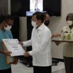 Menkes Serahkan Insentif dan Santunan Bagi Nakes Yang Tangani COVID-19 di Wilayah Jawa Tengah