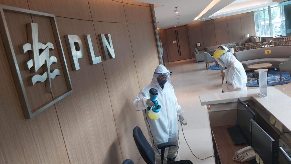 PLN Lakukan Penyemprotan Disinfektan di Kantor Pusat 1