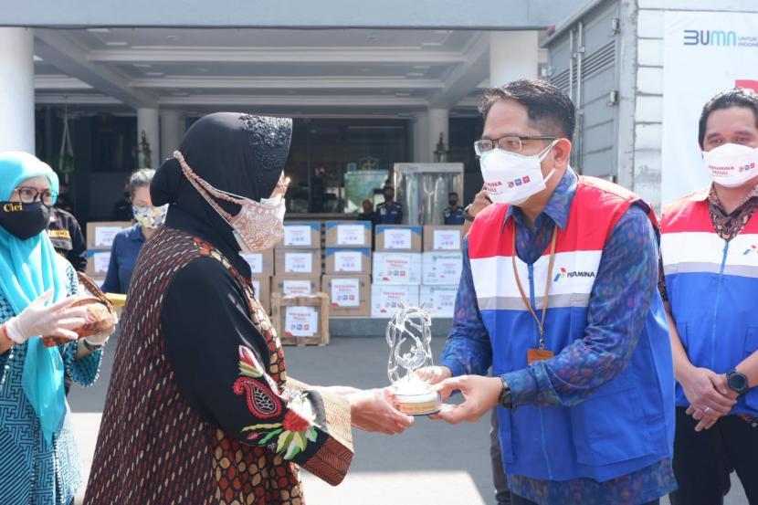 Pertamina Peduli Salurkan 19.600 Perlengkapan Kesehatan ke Pemkot Surabaya 1