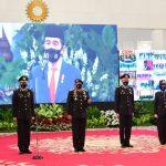 Pimpin Peringatan ke-74 Hari Bhayangkara, Presiden Anugerahkan Tanda Kehormatan