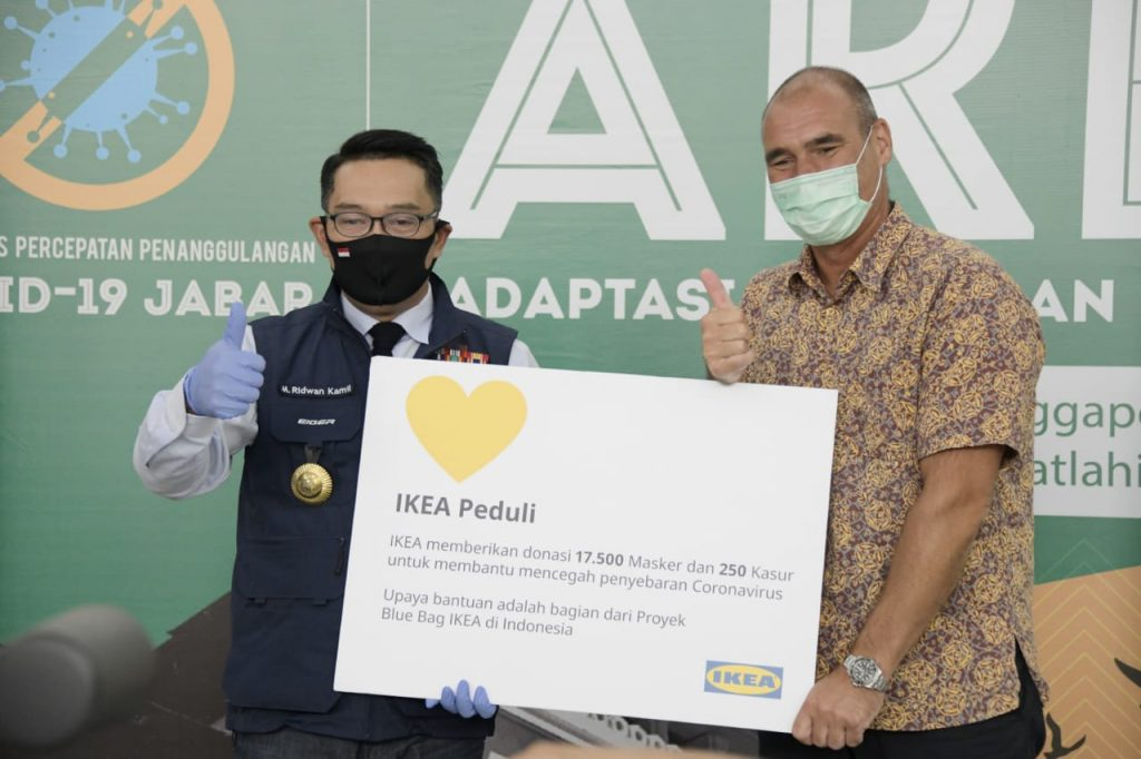 IKEA Donasikan 17.500 Masker Wajah Pakai Ulang dan 250 Matras untuk Memperkuat Ketahanan Covid-19 di Jawa Barat 1