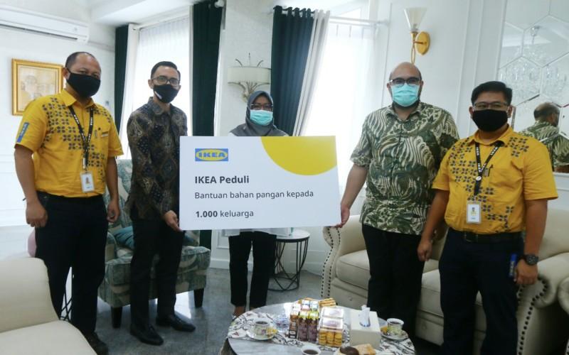 IKEA Indonesia Donasikan 1,000 Paket Bahan Makanan Pokok bagi Masyarakat Bogor 1