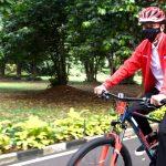 Presiden Bersepeda dan Bagikan Masker di Kebun Raya Bogor