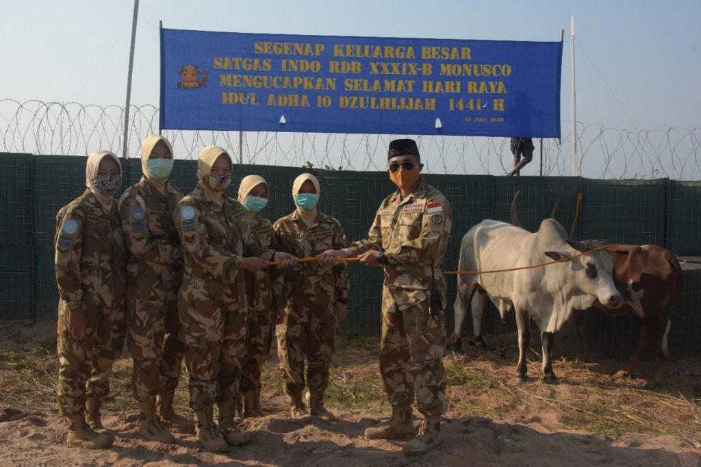 Satgas TNI Konga XXXIX-B RDB MONUSCO Berbagi Daging Kurban di Daerah Misi Republik Kongo 1