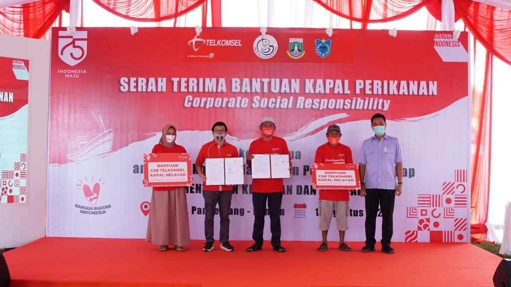 Telkomsel Bersama Kementerian Kelautan dan Perikanan Serahkan Bantuan 10 Kapal & Digitalisasi Para Nelayan untuk Dorong Bangkitnya Ekonomi Pandeglang 1