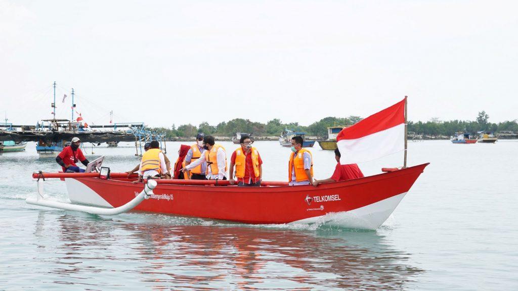 Telkomsel Bersama Kementerian Kelautan dan Perikanan Serahkan Bantuan 10 Kapal & Digitalisasi Para Nelayan untuk Dorong Bangkitnya Ekonomi Pandeglang 2