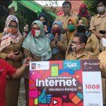 Telkomsel Bersama Walikota Bogor Menyerahkan Secara Simbolis Paket Kuota Belajar 10 GB Kepada Sejumlah Sekolah di Wilayah Bogor