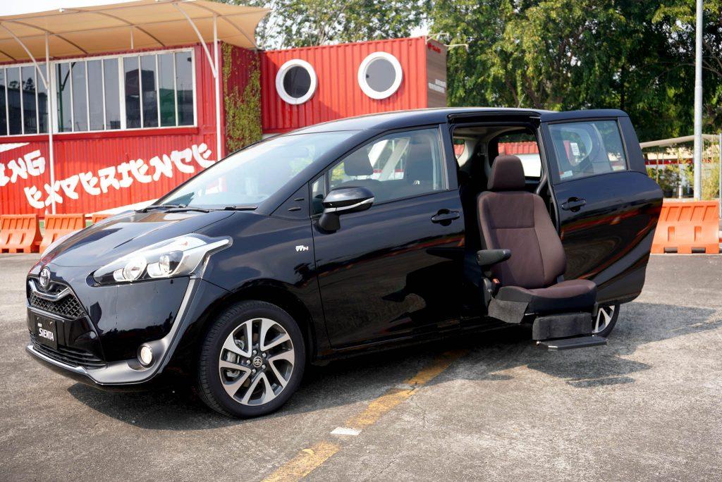 Peringati 75 Tahun Indonesia Merdeka Toyota Luncurkan Kijang Innova TRD Sportivo Limited dan Sienta Welcab 3