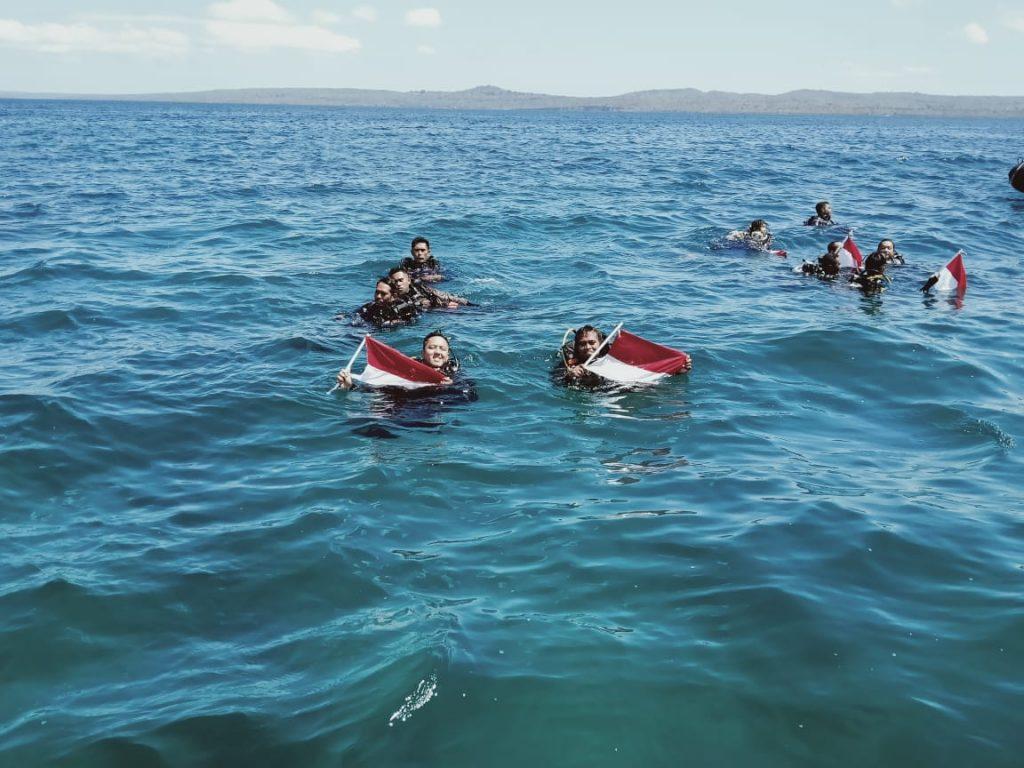 Wujud Kecintaan pada Laut, KKP dan Aparat Gabungan di NTT Laksanakan Upacara Bawah Air 1