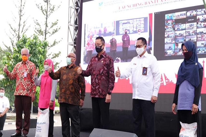 Bulog dan Kemensos Luncurkan Program Bantuan Sosial Beras Untuk 10 Juta Keluarga di Indonesia 1