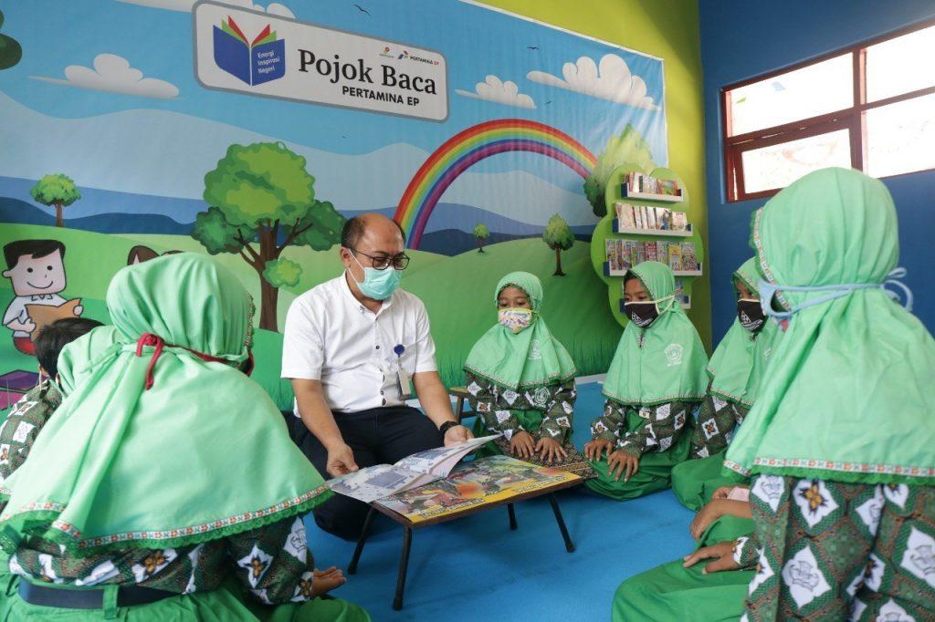 Kepala Sekolah SDN I Lembung Paseser Bangkalan Terharu, Pertamina EP Bantu 300 Buku 1