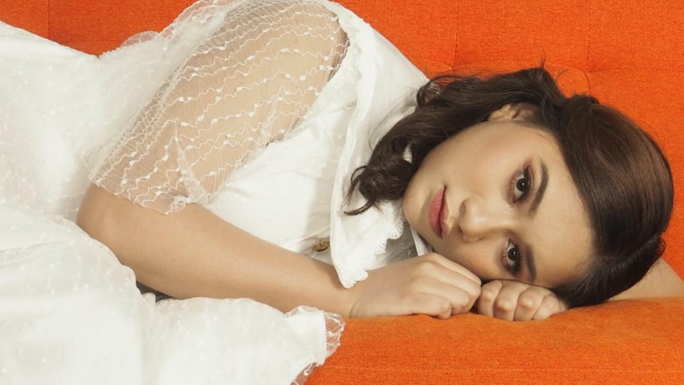 Adiba Cahya Angkat Konsep Minimalis Elegan di Videoklip Lagu 'Kesan di Matamu' Karya Chossypratama 1