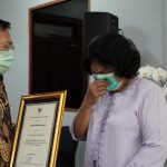 Menkes Berikan Santunan Kepada Empat Keluarga Nakes yang Gugur Saat Tangani COVID-19